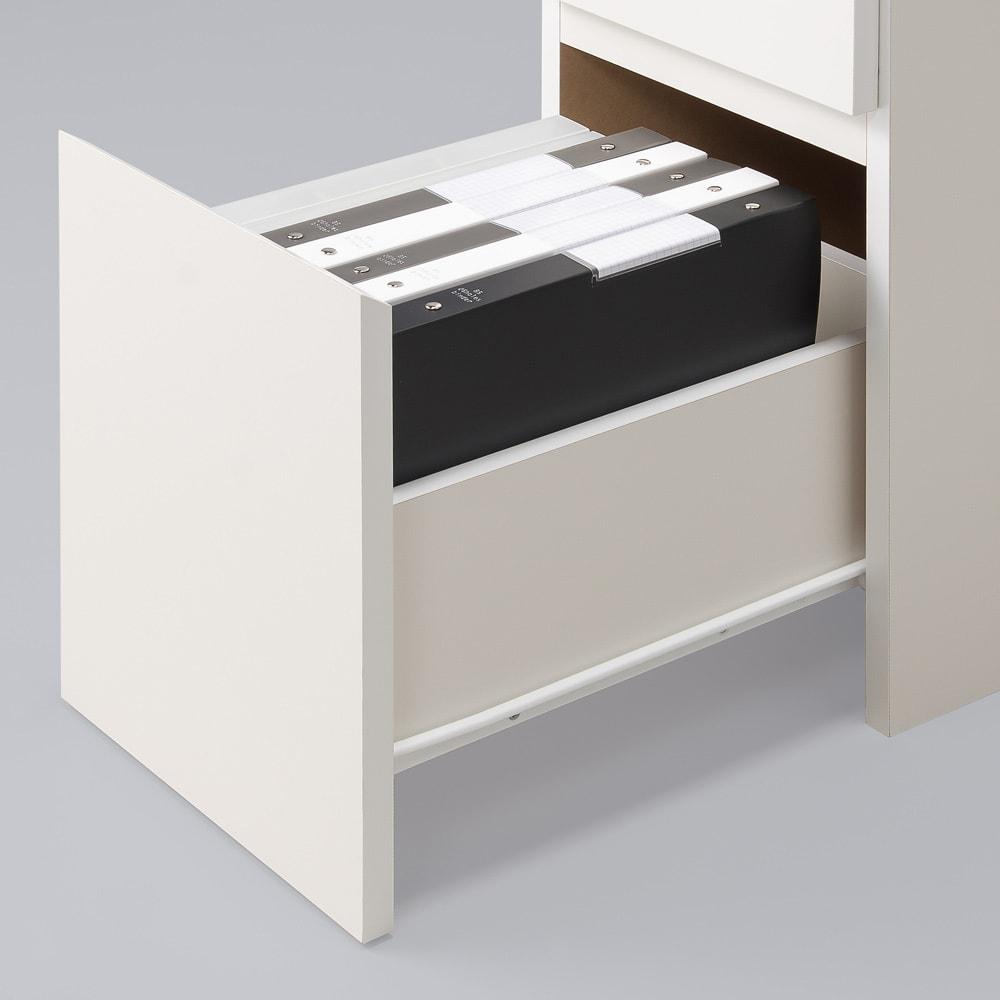 デスクサイド収納ラック 幅30奥行61.5cm (高さ150/180/210cm) 大サイズの引出し(3段目)は、A4ファイル対応サイズで背の高い収納物も入ります。スライドレールで開閉スムーズです。