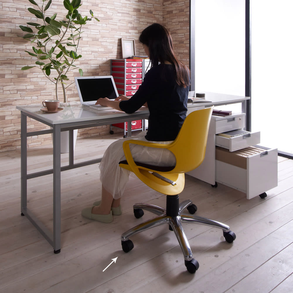 北欧風 昇降式スタイルオフィスチェア (オ)イエロー ※現行品は伸長部にあるの黒のパイプカバーが3つから1つへ変更になっております。