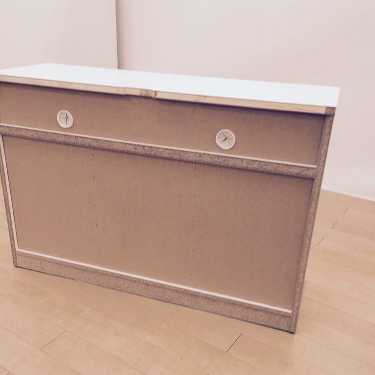 【完成品・国産家具】ベッドルームで大画面シアターシリーズ テレビ台 幅105高さ70cm 背面。コード穴は2箇所あります。