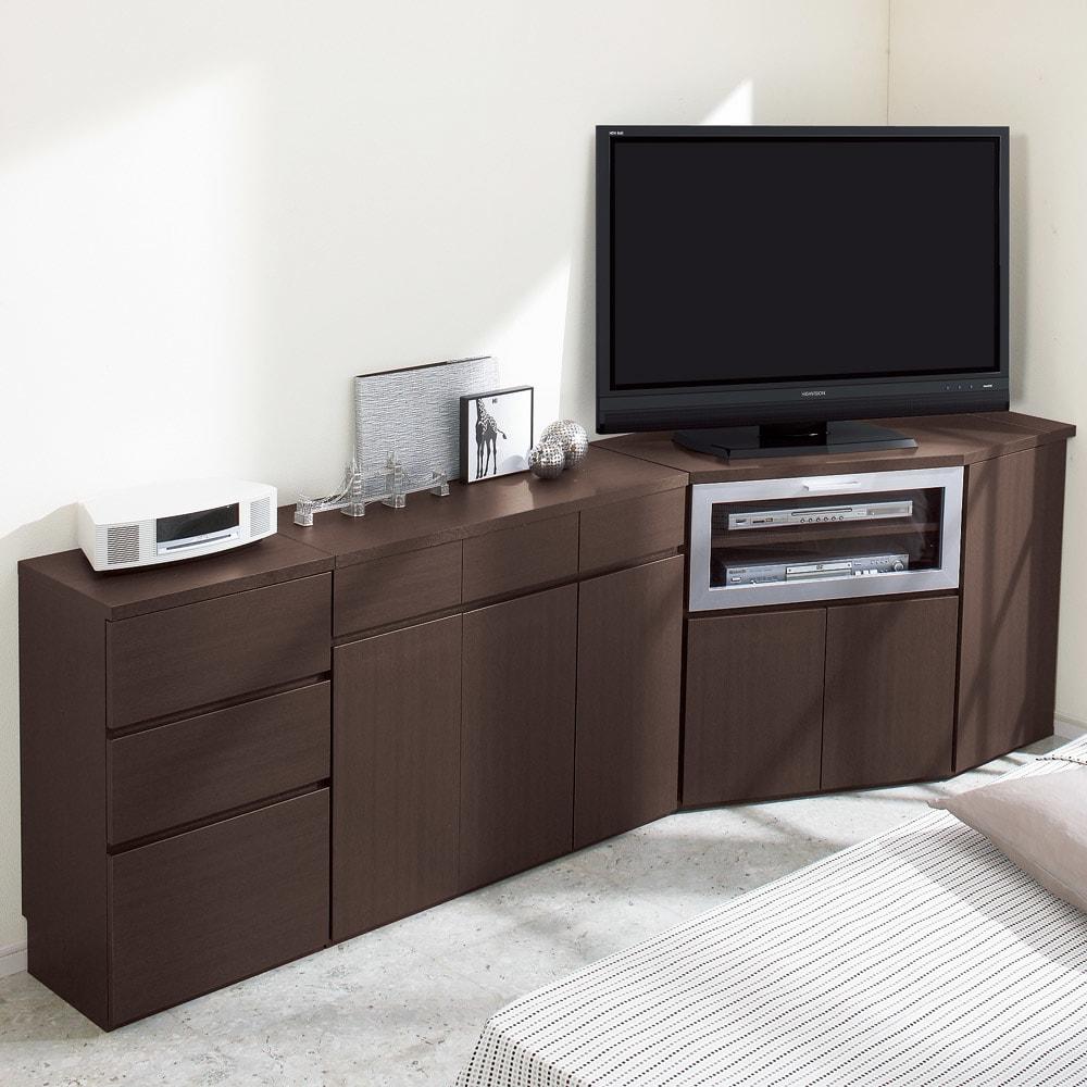 ダイニングテーブルから見やすいハイタイプテレビシリーズ  薄型サイドチェスト幅44.5cm コーディネート例。チェストは引き出し全段がスライドレール仕様。