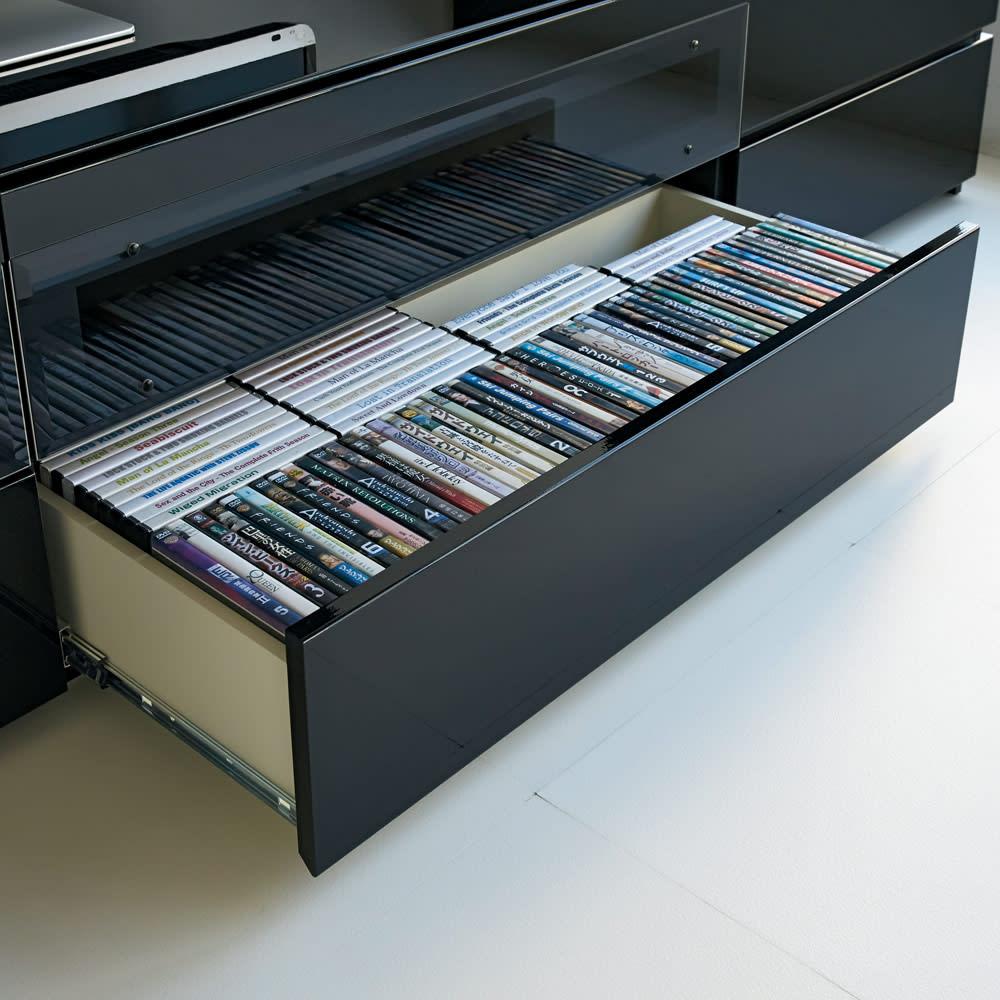 パモウナBW-120 輝く光沢のモダンリビングシリーズ テレビ台 幅120cm CDやDVDをたっぷり収納できる引き出しは、ストッパー付きのフルスライドレーでスムーズに開閉。奥まで一覧できて選びやすく収納できます。