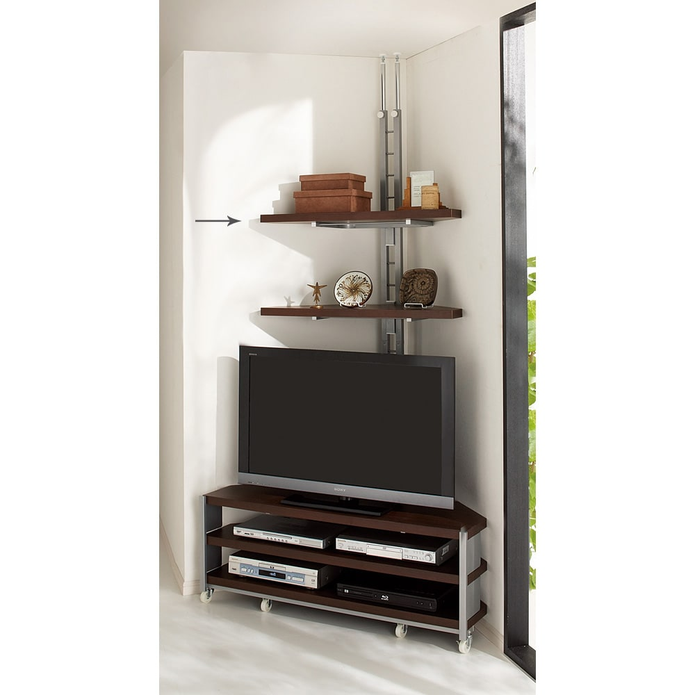テレビ上の空間を有効活用できる突っ張り式スペースラックコーナー用 幅90cm・2段 (ウ)ダークブラウン お届けはテレビ台うしろの突っ張りラックとなります。テレビ台は別売り。 棚の高さは調節ができます。