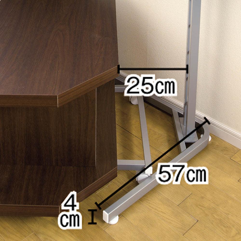 テレビ上の空間を有効活用できる突っ張り式スペースラック コーナーシェルフ 幅90cm・3段 脚部詳細サイズ。お持ちのテレビの脚部などにもお気をつけて設置をお願いします。