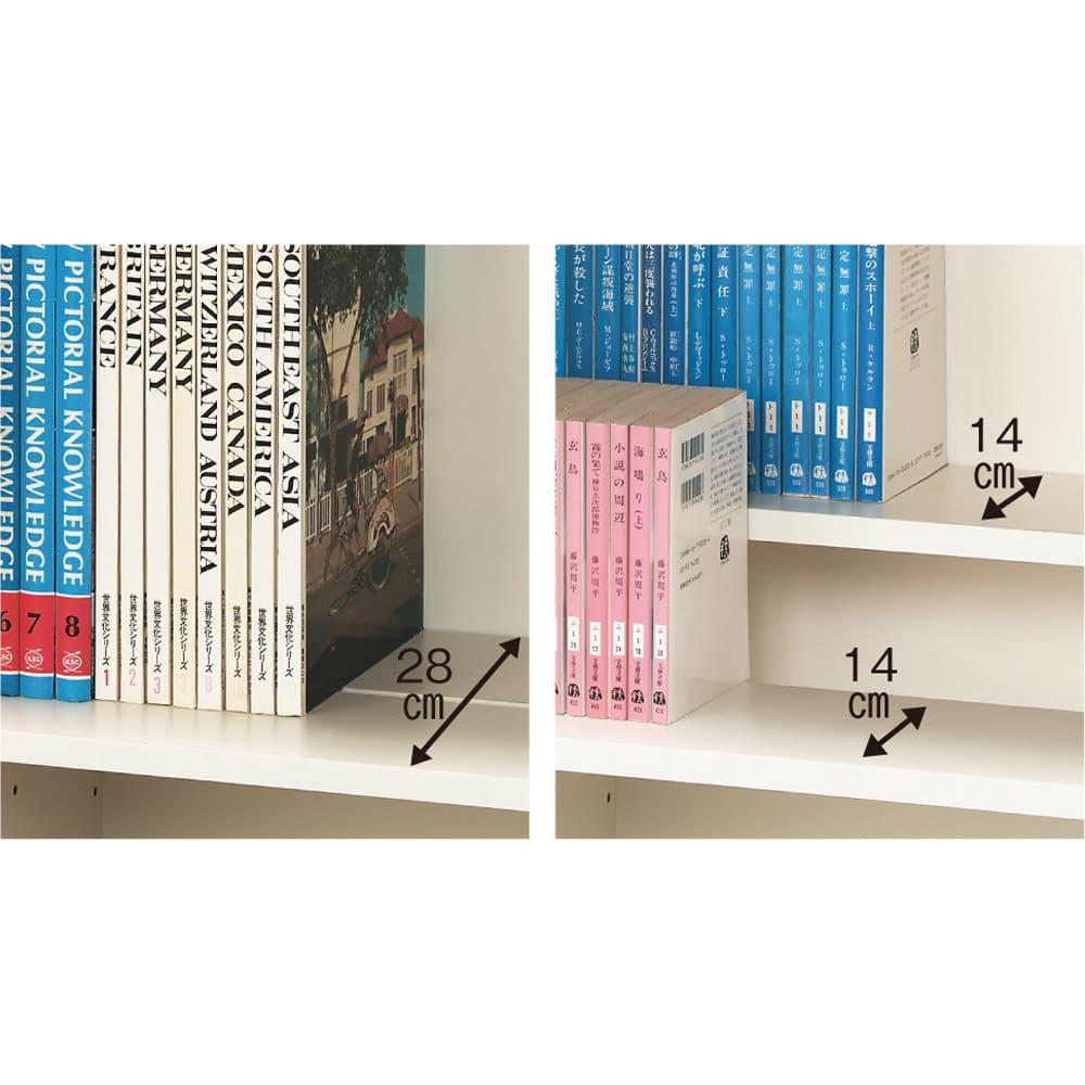 効率収納できる段違い棚シェルフ [突っ張り上置き 板扉タイプ 開き戸 幅75.5cm] 上置き高さ54.5cm 段違いで使える、かしこい構造。 前後の棚板を段違いにすることで、奥の本のタイトルが見やすい状態で大量収納。棚板の高さを揃えれば大判書籍も収納できます。