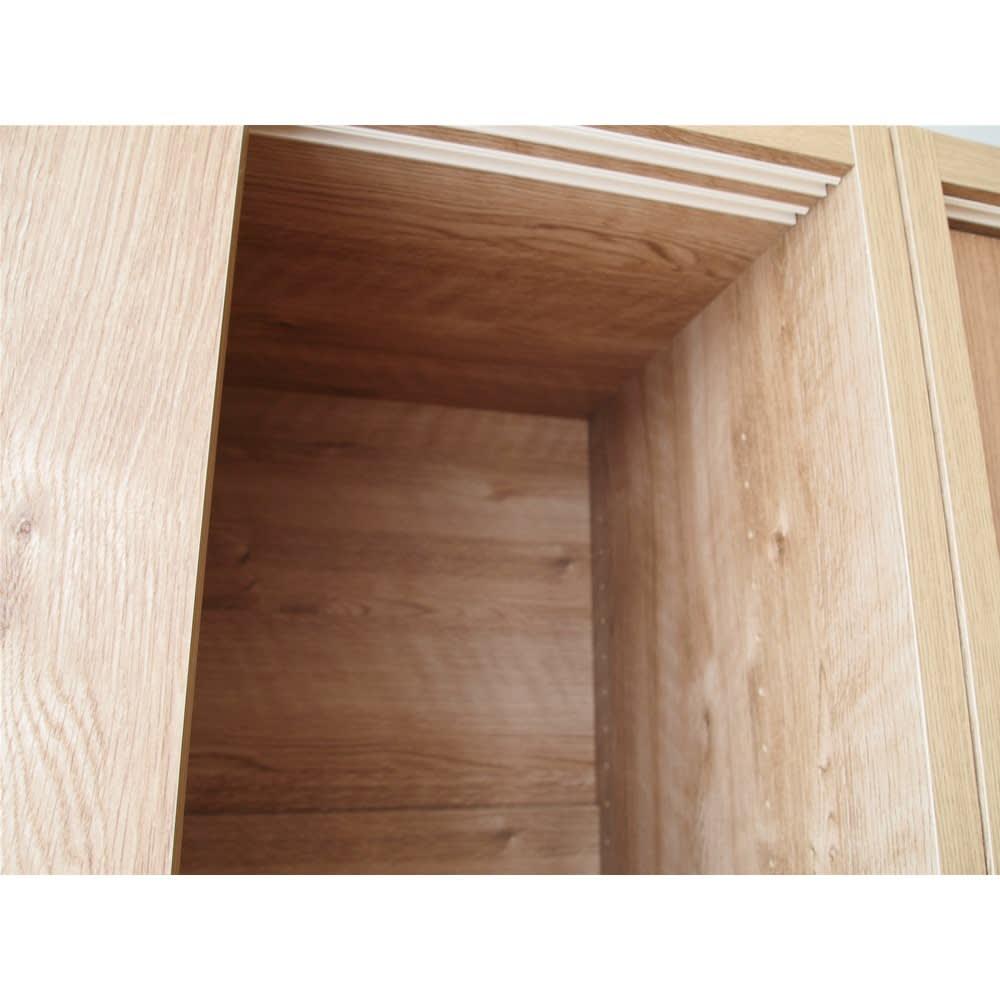 省スペースで大量収納!天然木調引き戸本棚 ロータイプ 高さ90幅78奥行40cm 内部もきれいに化粧されています。