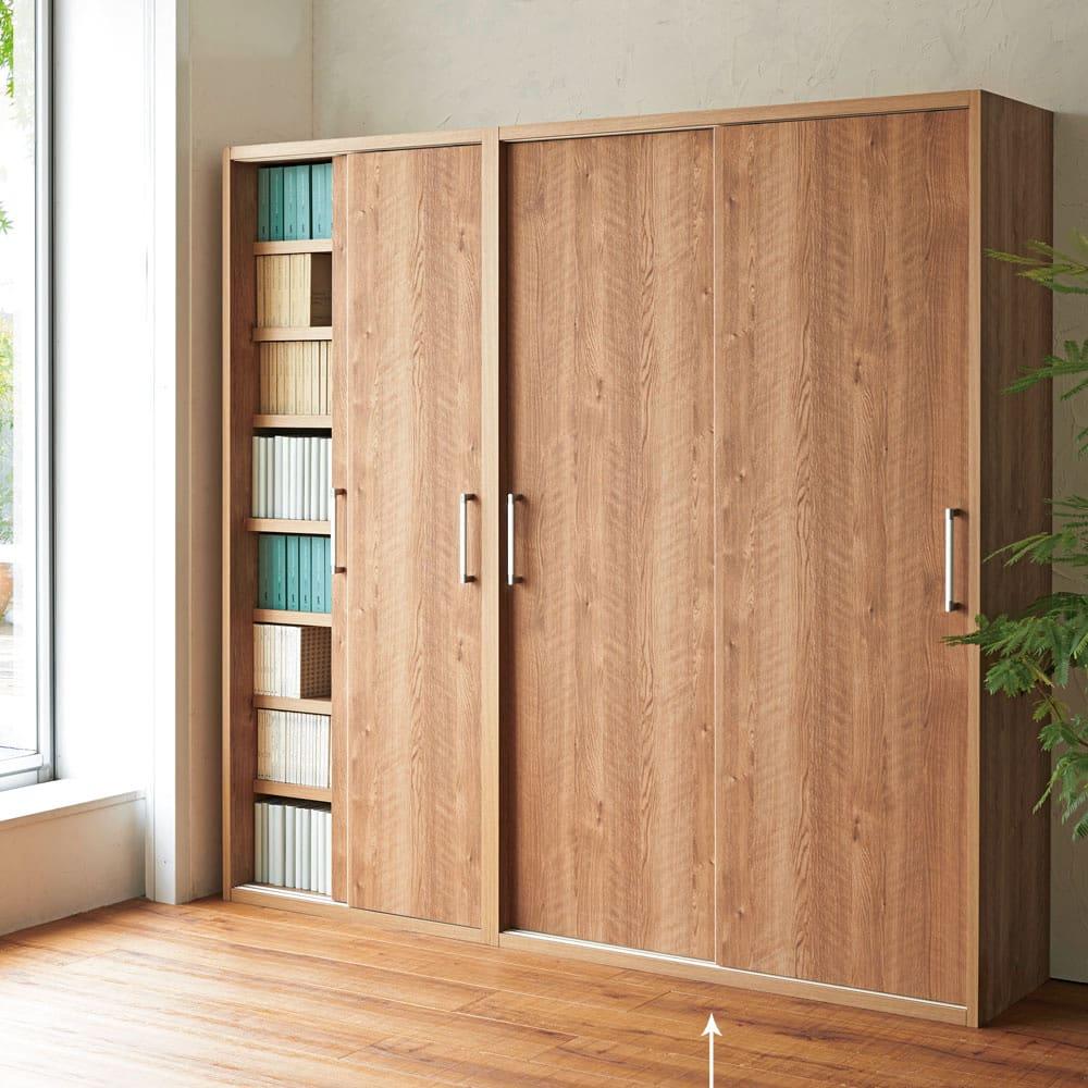 天然木調引き戸本棚 幅115cm奥行40cm ※写真は(左)幅78奥行40cmタイプ、(右)幅115奥行40cmタイプです。