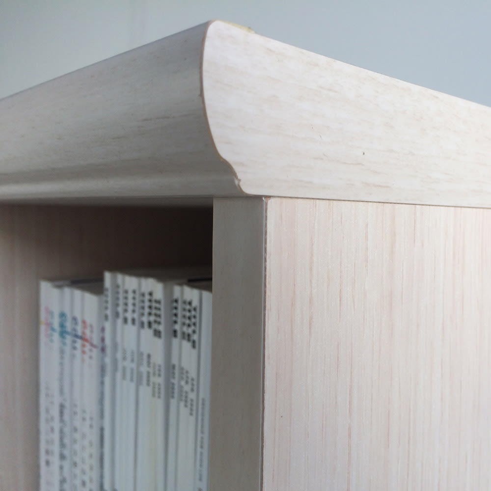 色とサイズが選べるオープン本棚 幅28.5cm高さ178cm (ア)ライトナチュラル 天板はスタイリッシュなデザイン。