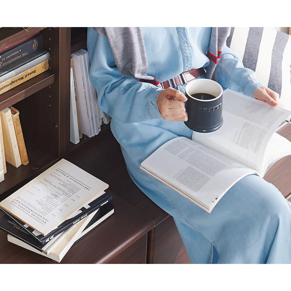 ベンチブックシェルフ 本体 幅116.5cm 【座れる】ゆったりと本と過ごすリッチなひととき。ベンチカフェが、毎日の特等席に。