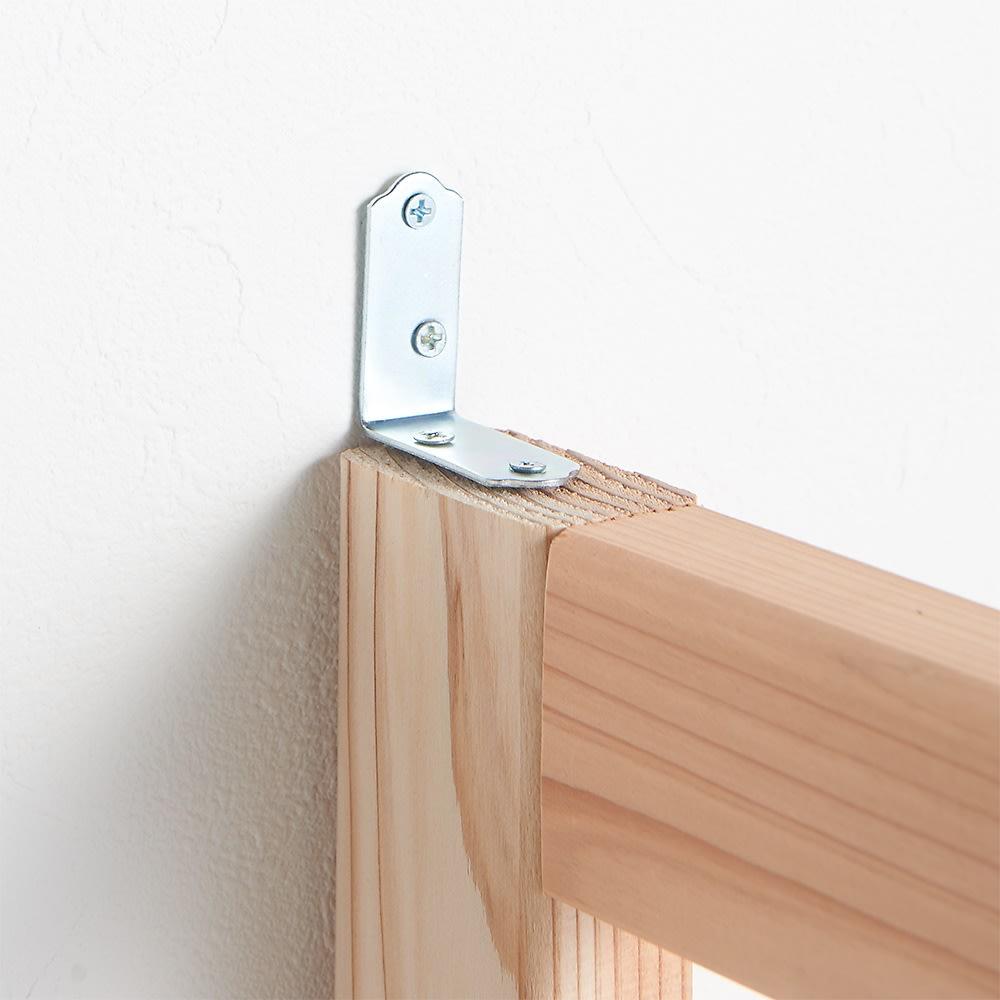 国産杉 頑丈スクエアラック 3列 幅111奥行32cm 転倒防止金具付きなので家具を壁に固定できて安心です。
