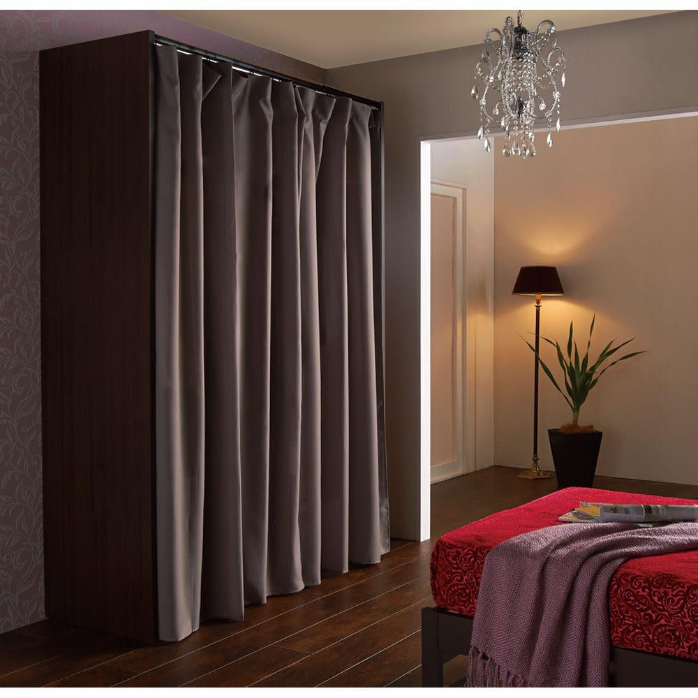 カーテン付き アーバンスタイルクローゼットハンガー 引き出しなし・幅117~200cm対応 カーテンを閉じればホコリが入りにくく見た目もスッキリします。