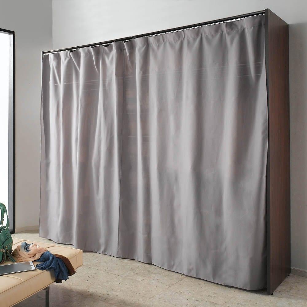 カーテン付き アーバンスタイルクローゼットハンガー 引き出しなし・幅117~200cm対応 ※写真は引き出し付き・ワイド幅のカーテンを閉じたカットです。