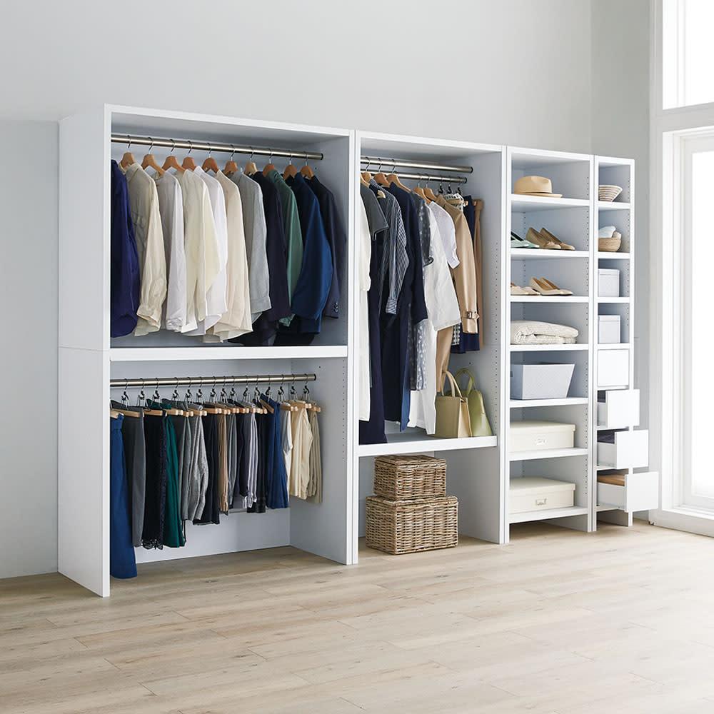 ウォークインクローゼット収納シリーズ ハンガータイプ 幅150cm・奥行55cm コーディネート例:衣類やバッグ類を見やすくたっぷり収納。天井近くまで高さを活かして収納効率もアップできます。