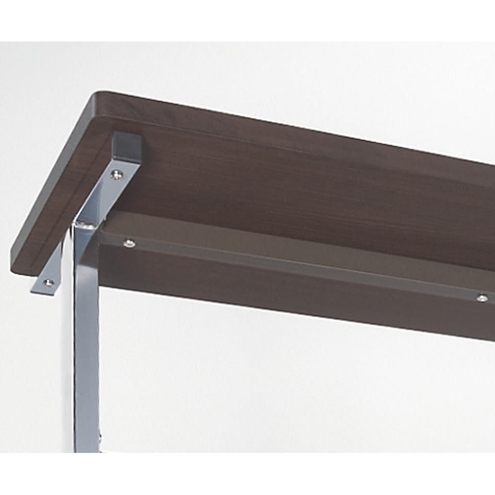 上下棚付き モダン頑丈ハンガーラック ダブル・幅120cm 棚板の強度をもたせるために、棚板裏に補強バーを入れた頑丈な造り。