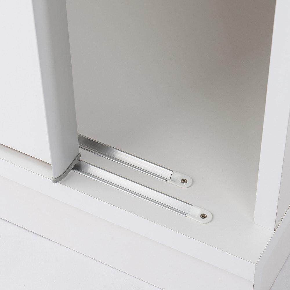 引き戸間仕切りワードローブ ハンガー+棚・幅118cm 引き戸をスムーズに動かすレールもこだわりました。