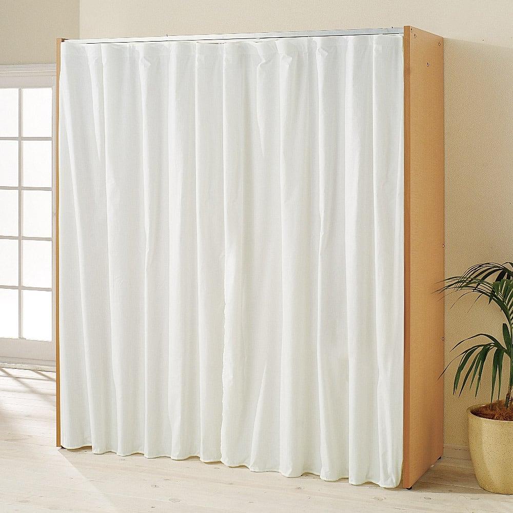 カーテン取り替え自在ハンガーラック 棚付きタイプ・幅85~125cm カーテンを閉じればお部屋がすっきりします。(※写真は棚なし・幅128~205cmタイプ、付属の無地カーテンを使用した場合です)