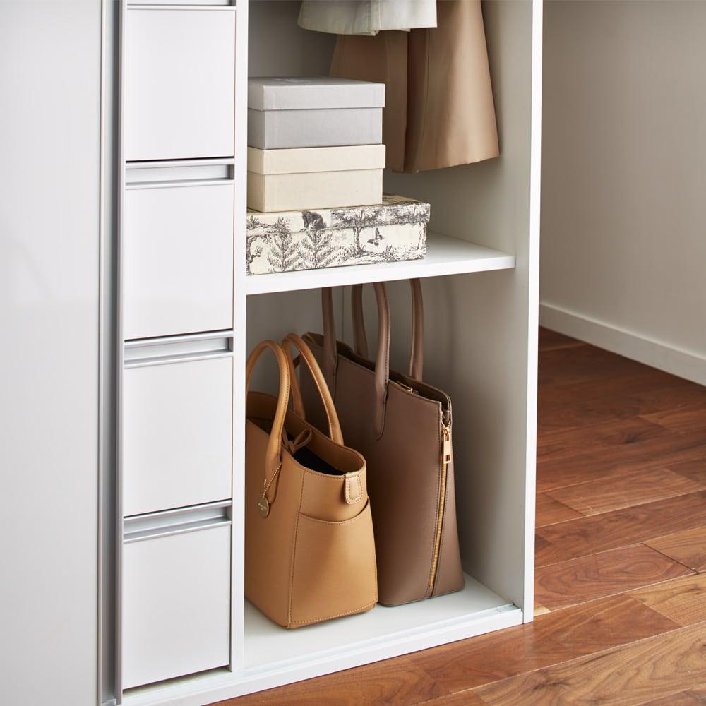 衣類をまとめて収納できる光沢仕上げタワーチェストクローゼットハンガー 幅105cm ハンガーラックの下段部はバッグなどのアクセサリー類の収納に便利です。