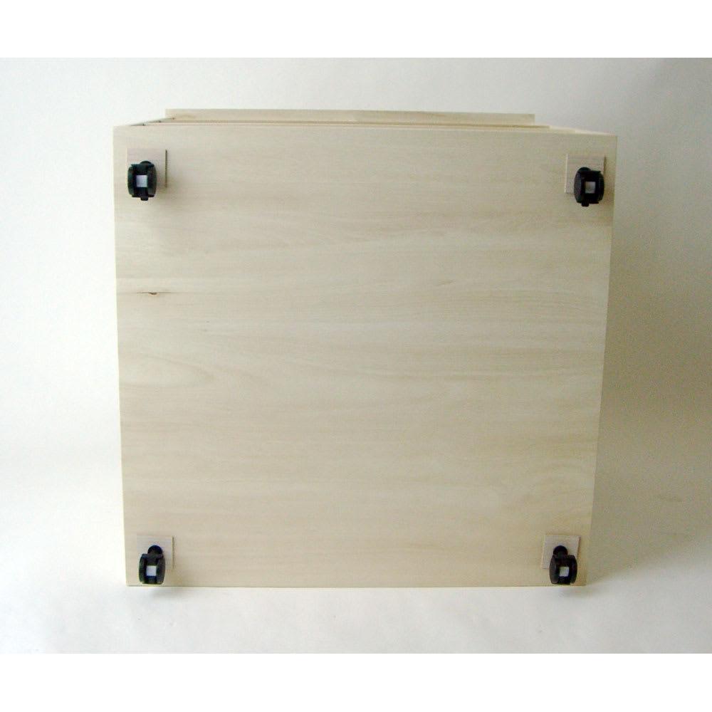 【衣類に優しい押し入れ収納】総桐スライドレール押入3段 スリム75 底面の様子。4角にキャスターを取り付けます。