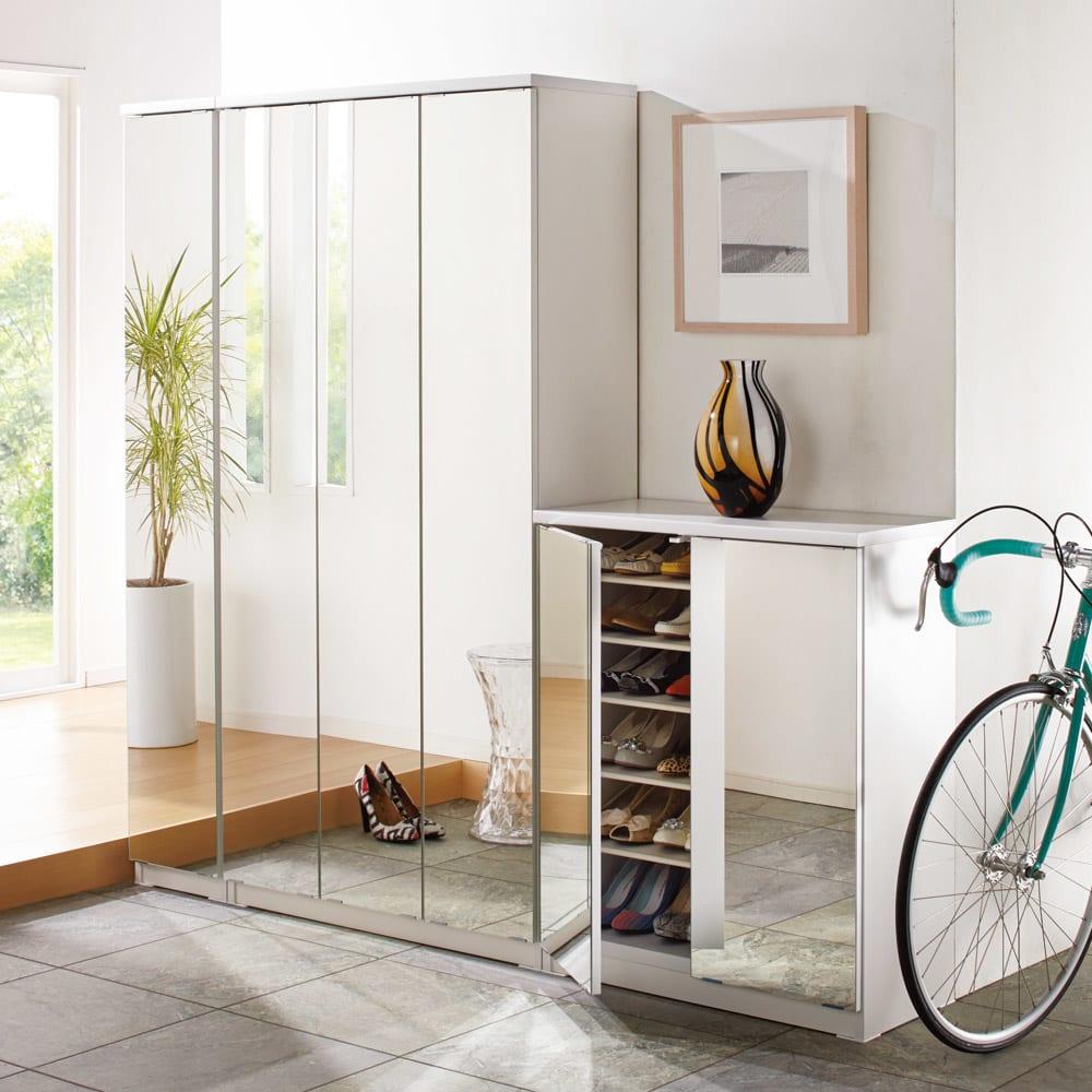 前面ミラー&板戸シューズボックス ミドルタイプ・幅75.5 高さ93cm ミラー効果で玄関を明るく広く。