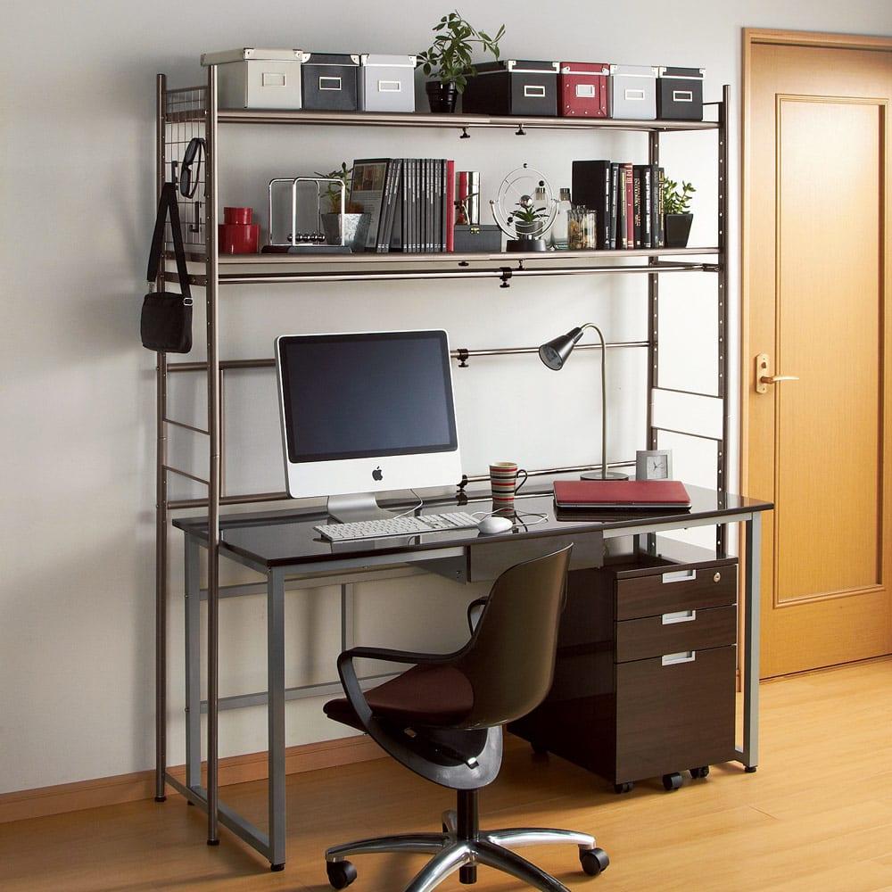 頑丈フレキシブル伸縮ラック 幅103~160cm (ア)ダークブラウン デスク上のマルチラックとして。頑丈仕様の棚だから書棚としても使えます。