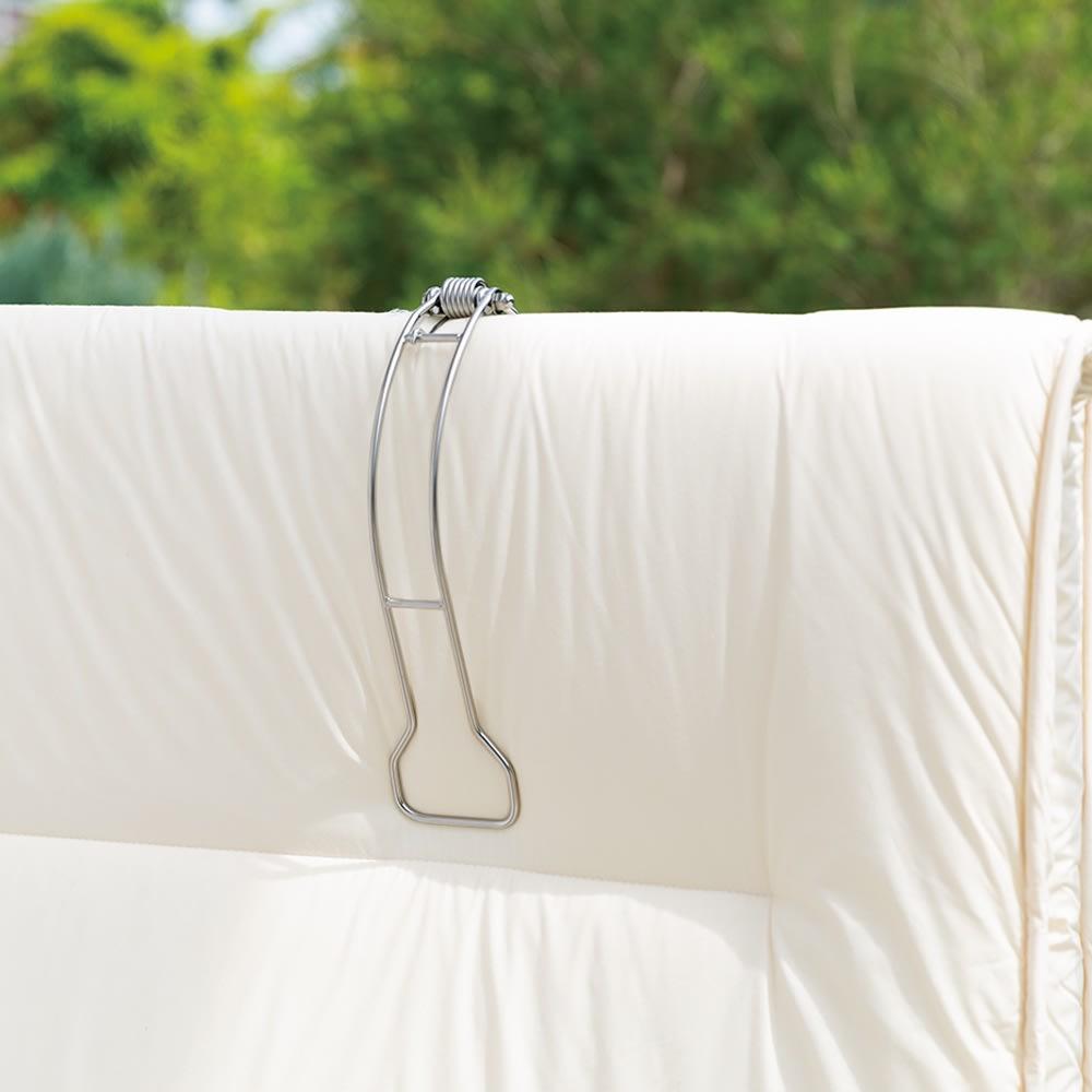 ステンレス布団バサミDX 片手でサッと引くだけで、しっかり布団を留められます。ステンレス製なので丈夫で長持ち。