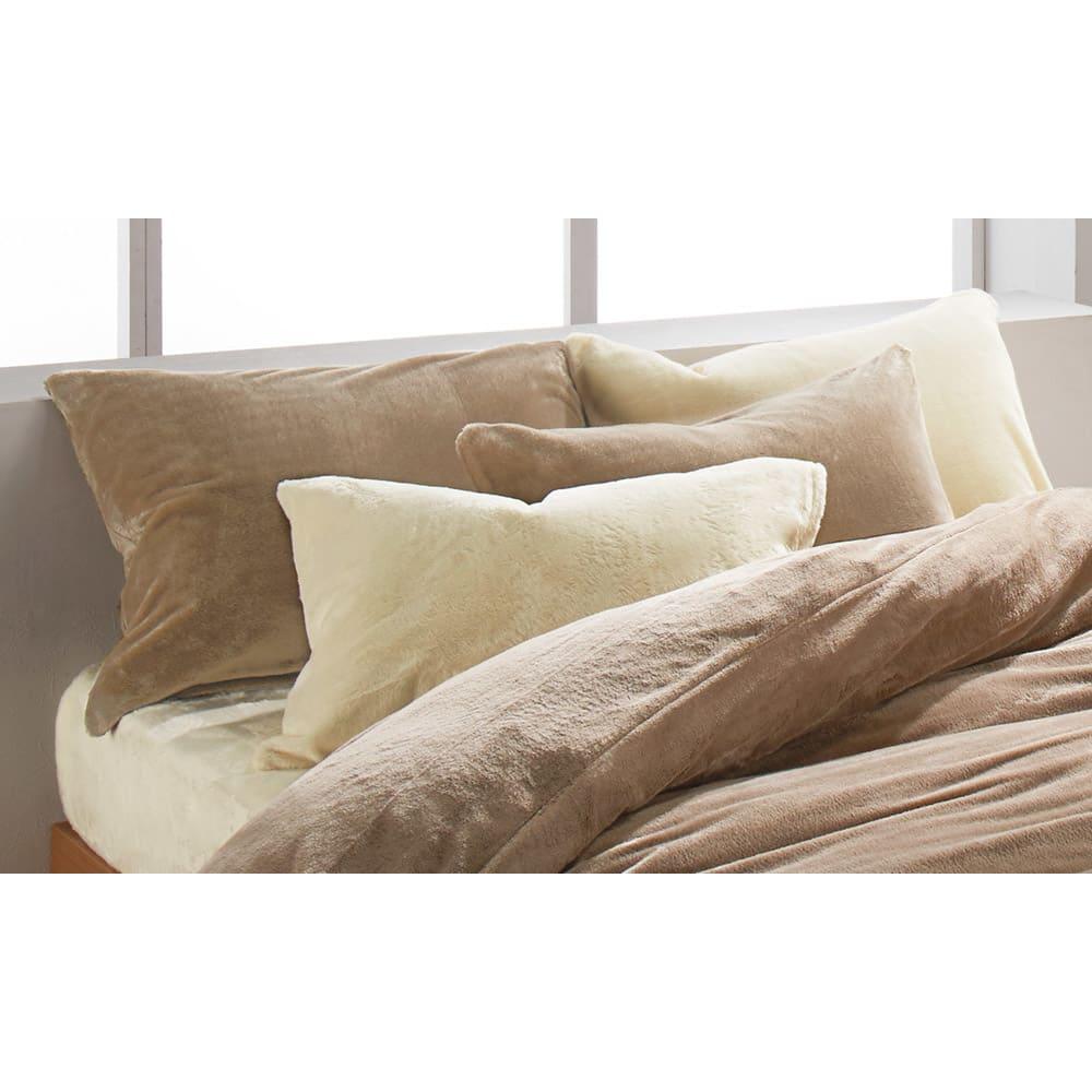 シアバター加工マイクロファイバー 枕カバー2枚組 左奥・右手前:(イ)ライトブラウン (※右奥・左手前のアイボリーは取り扱いのないカラーになります。) お届けは枕カバー(2枚組)のみです。