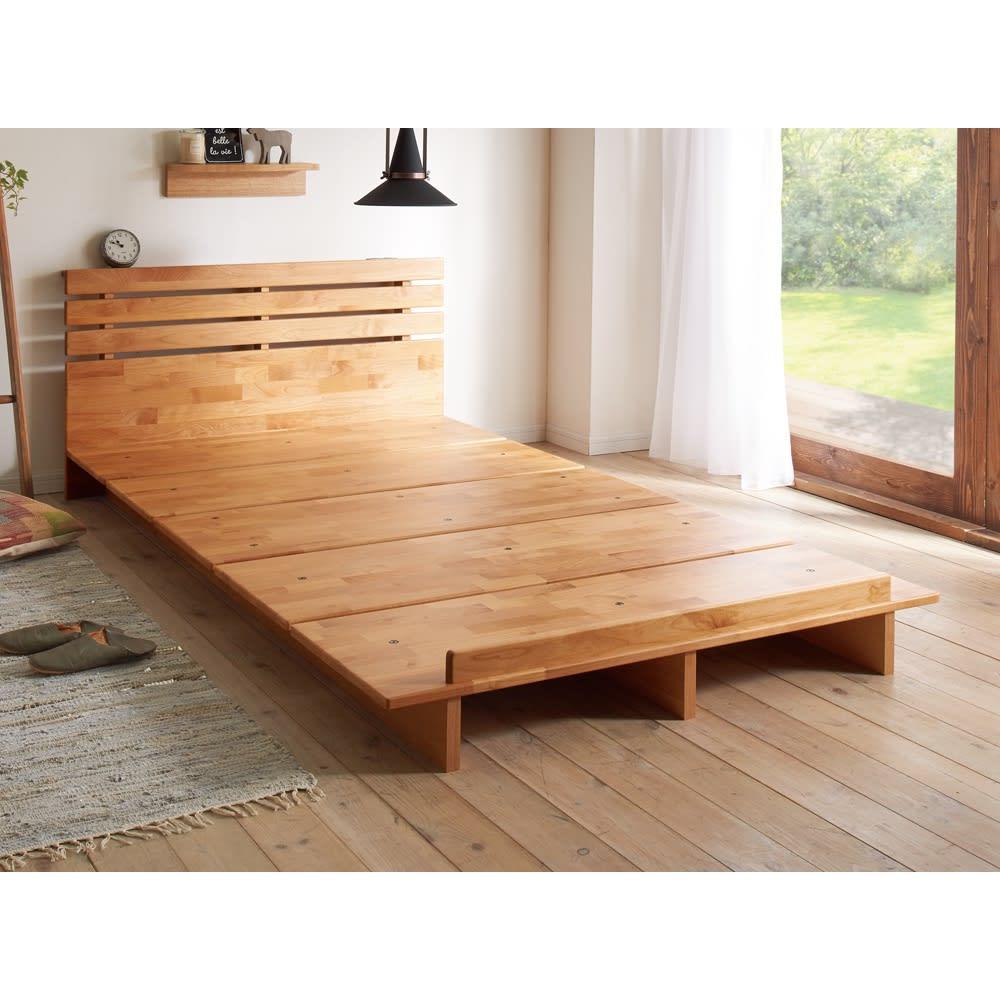 角の丸いアルダー天然木ステージベッドフレーム 棚付き ※写真はセミダブルタイプです。