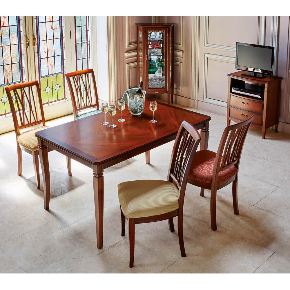 ベネチア調象がんシリーズ ダイニングテーブル・幅135cm (使用イメージ)※お届けはダイニングテーブルです。