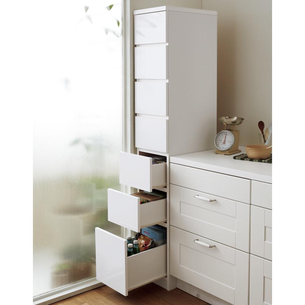 組立不要 サイズが選べる多段すき間チェスト 幅30cm・ハイタイプ キッチンの隙間や空きスペースを有効活用できる収納チェストです。
