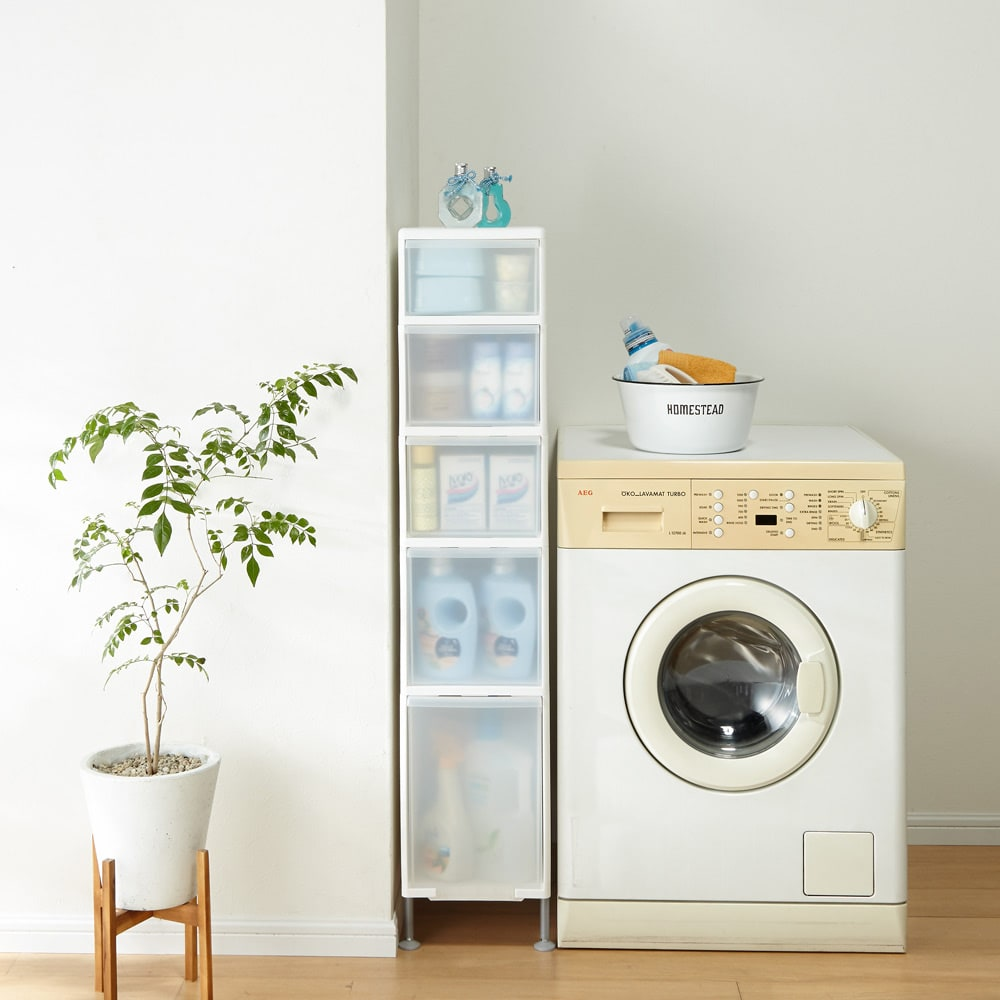 段差がまたげる隙間収納 アジャスター付きストッカー ワイド浅1中3深1 幅25.5高さ125.5cm 幅25.5cmは洗濯機周りのボトル洗剤や詰め替え用のパックもたくさん収納できます。