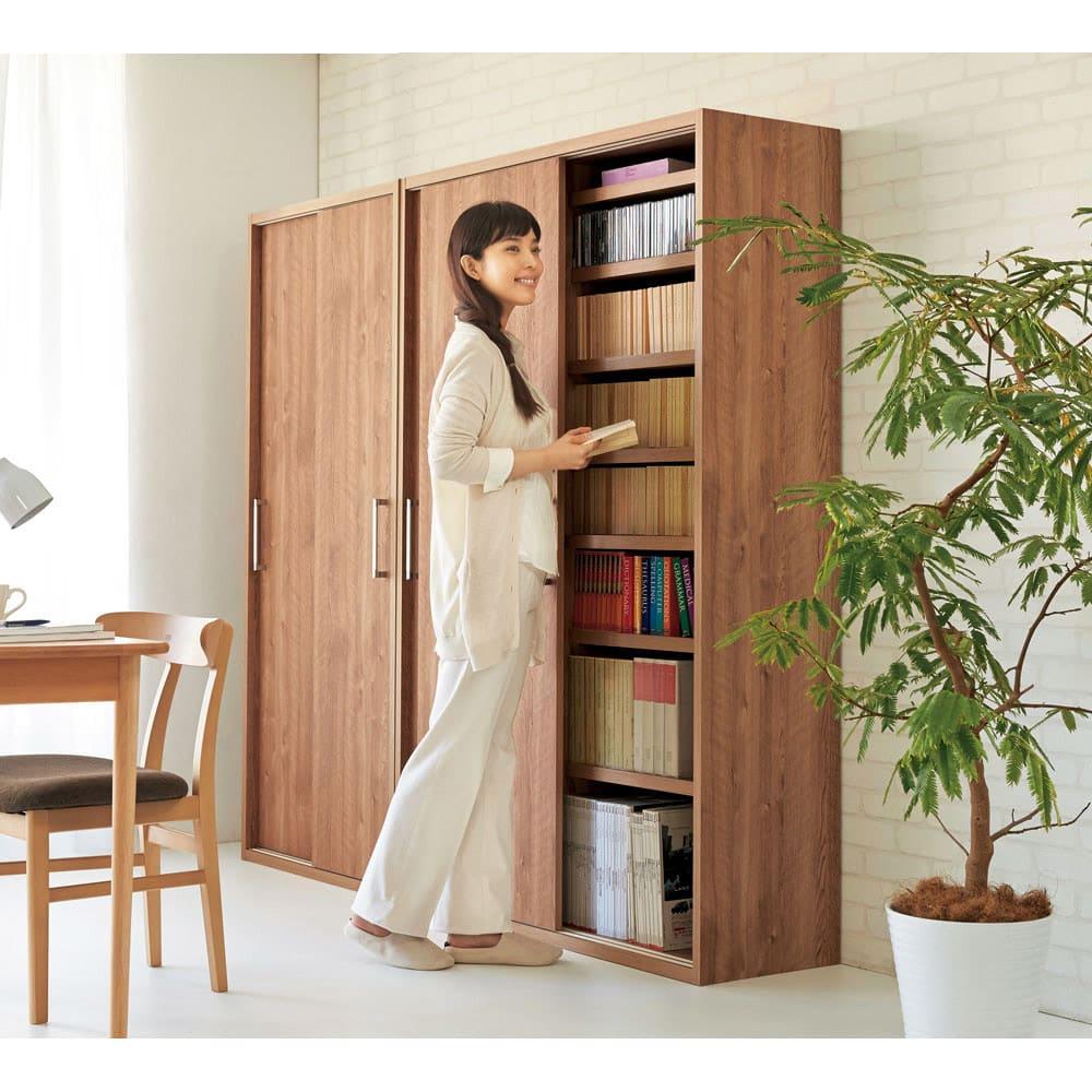 天然木調引き戸本棚 幅115cm奥行40cm (ア)ブラウン デスク前の省スペースでも使いやすい引き戸式。