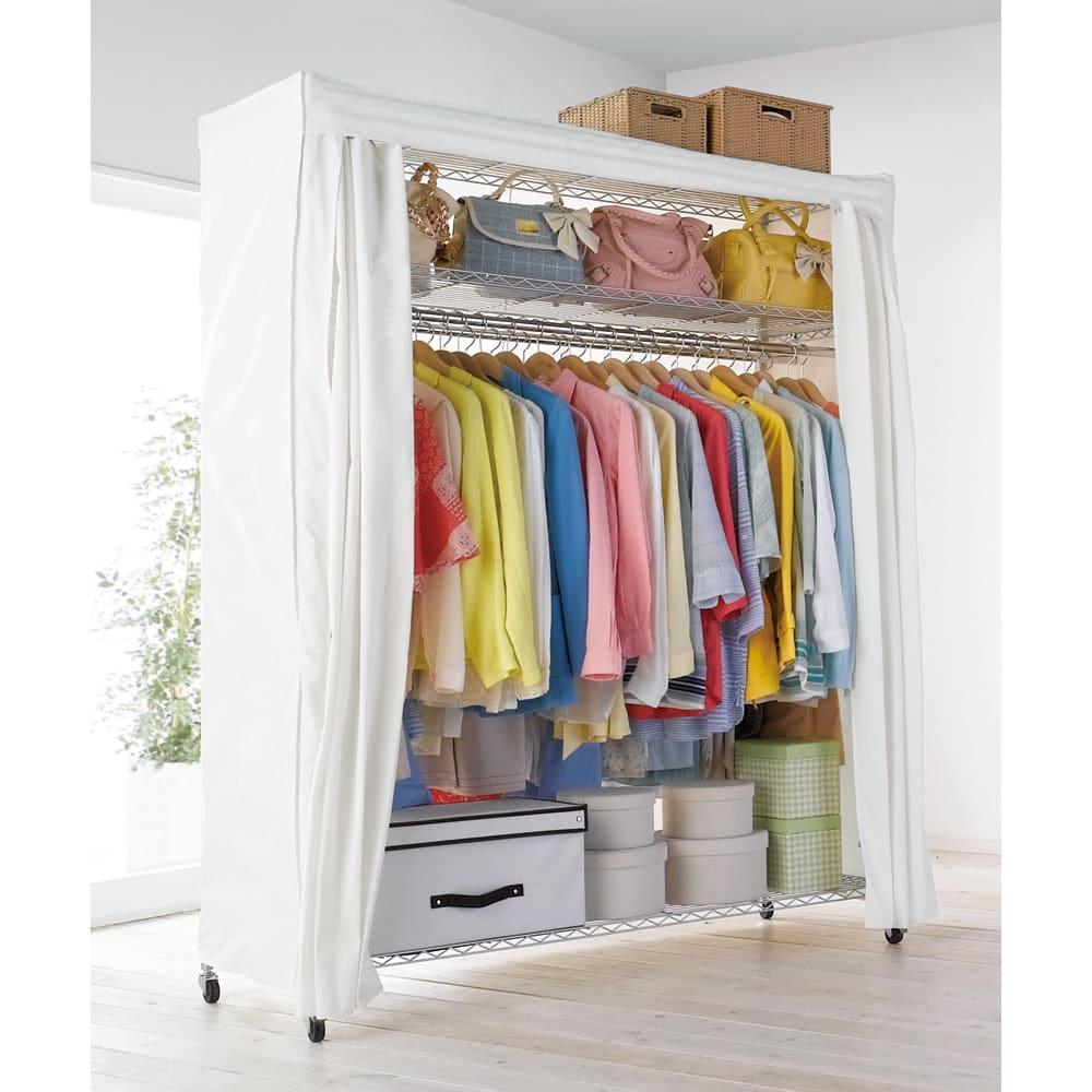 洗えるカバー付き 頑丈ハンガーラック ロータイプ・幅152cm お部屋の空いたスペースにすっきり置けるカバー付きの収納ハンガーです。手軽に収納力を増やしたい方におすすめです。