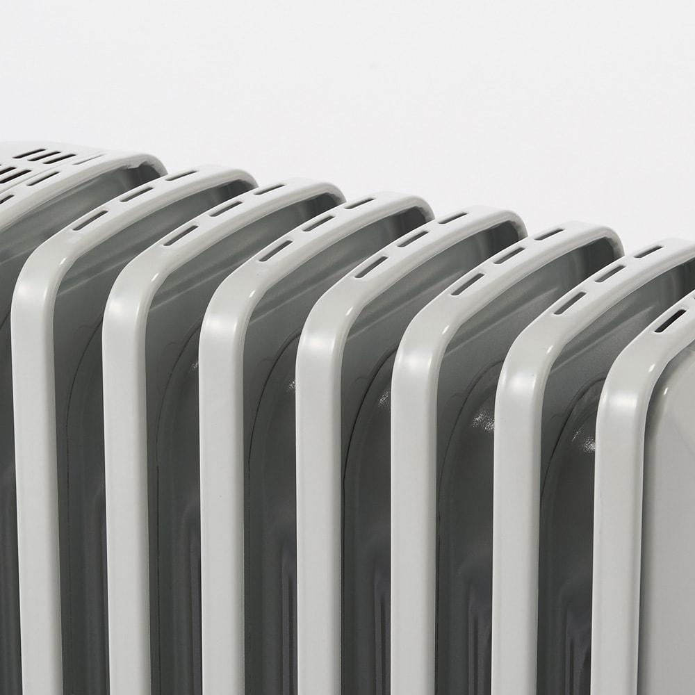 【販路限定モデル】DeLonghi/デロンギ オイルヒーター 新型L字フィン(専用タオルハンガー付き) L字型フラットフィンは表面温度が70度と低温。子供部屋にも安心です。