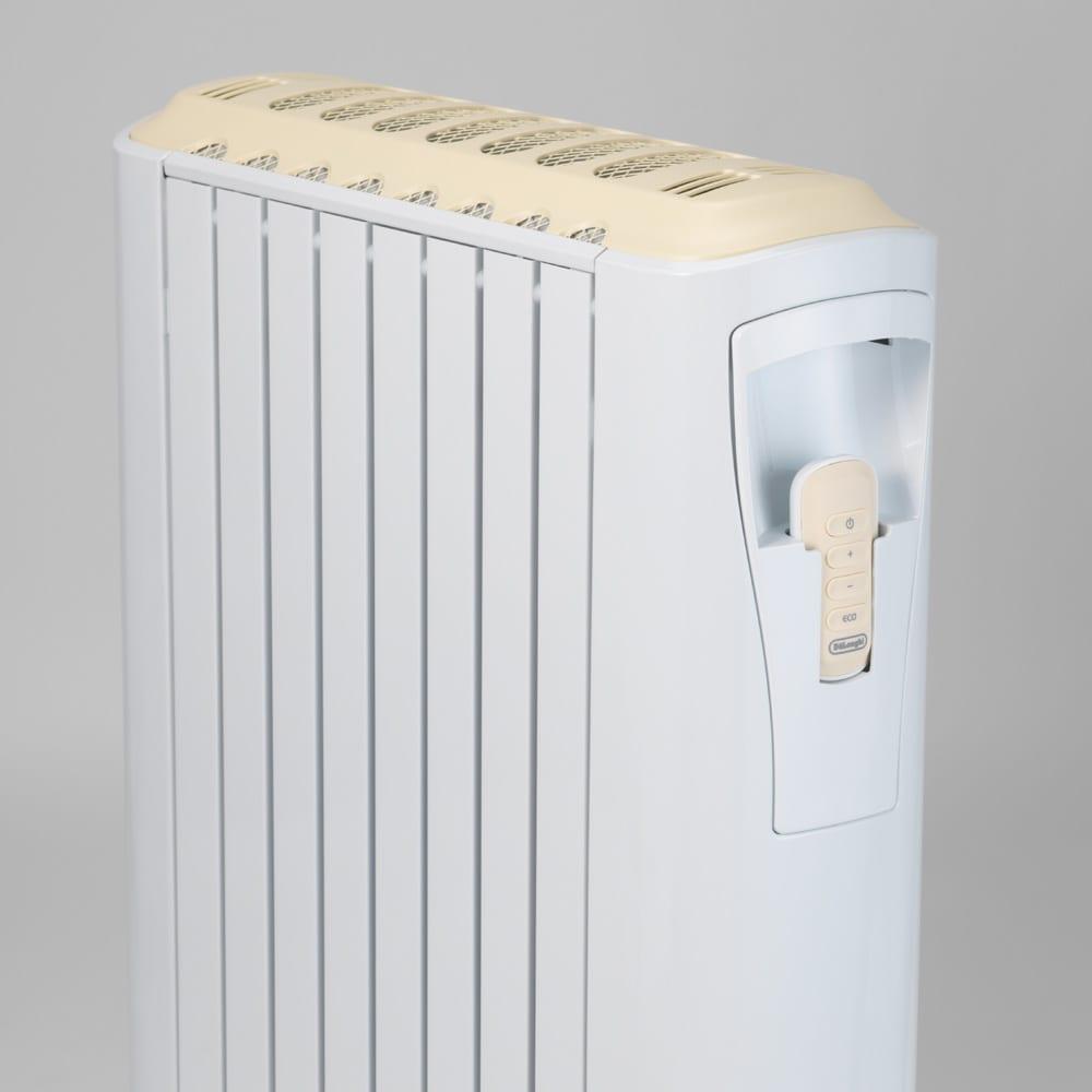 【販路限定モデル】DeLonghi/デロンギ ベルカルド オイルヒーター 離れた場所から操作ができるリモコンを搭載。本体背面にすっきり収納できます。