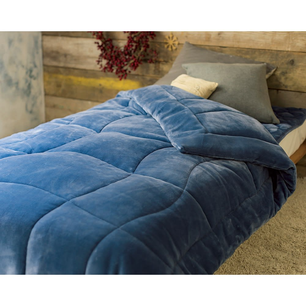 【ディノス限定販売】ヒートループ(R) プレミアム ケット (イ)グレイッシュブルー 機能寝具とは思えないおしゃれなグレイッシュトーンの色味と上品な光沢感が、寝室のインテリアを素敵に演出。