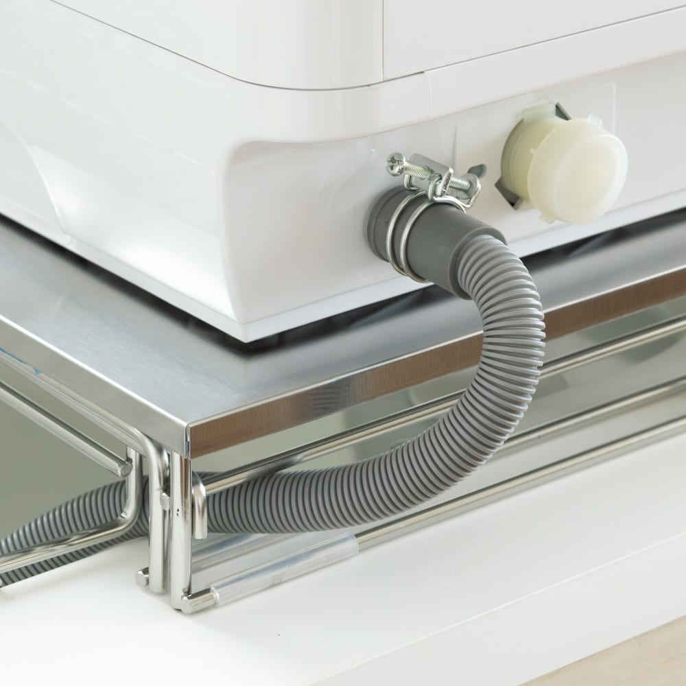 シンクに渡せる食洗機ラック スライド水切り付き 脚のすき間に排水パイプを通せば、見た目もすっきり。