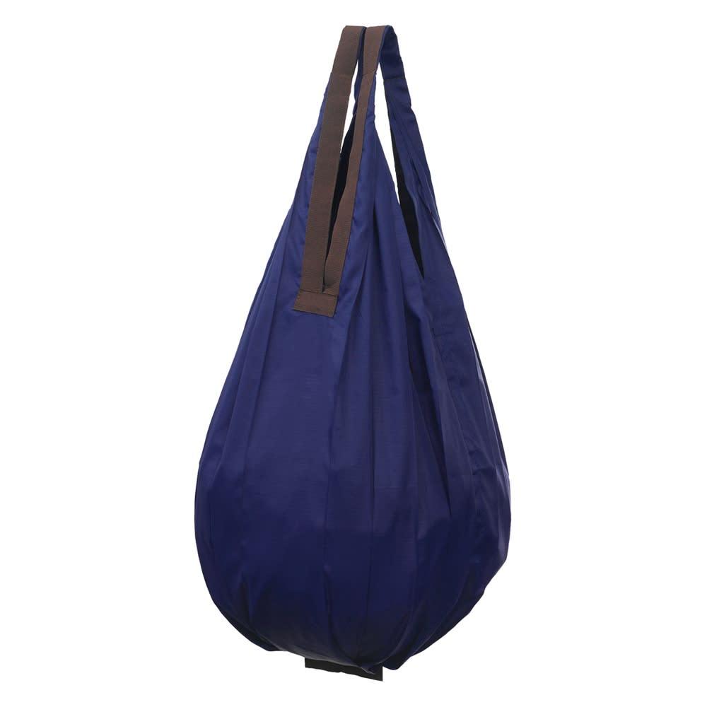 シュパットコンパクトバッグDrop 単品 (オ)ネイビー 袋口がすぼまり、中身が見えにくい形状。