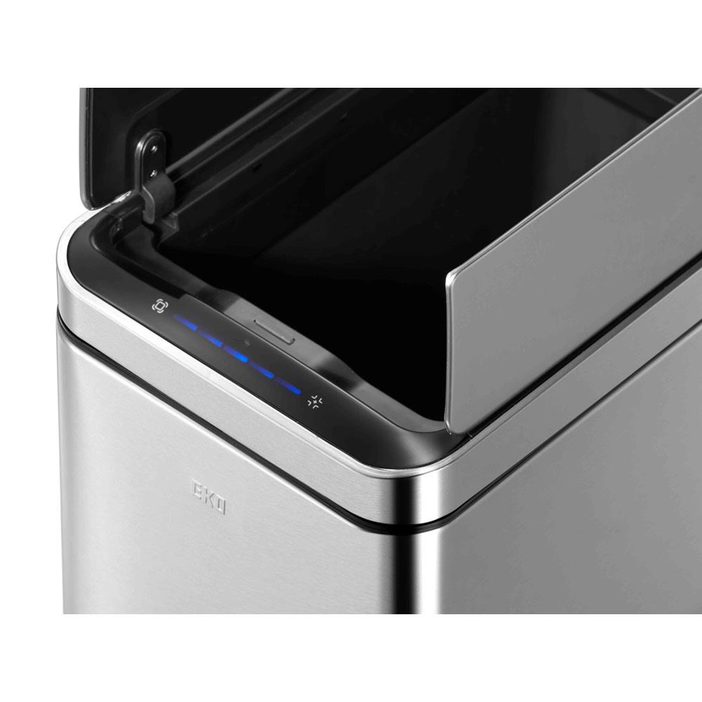 自動で開閉センサー付き ダストビン 縦型30L(保証3年付き) EKO デラックスファントム 手をかざした後5秒後に自動にしまります。閉まるまでの残り時間はディスプレイのカウントダウンタイマーが教えてくれます。