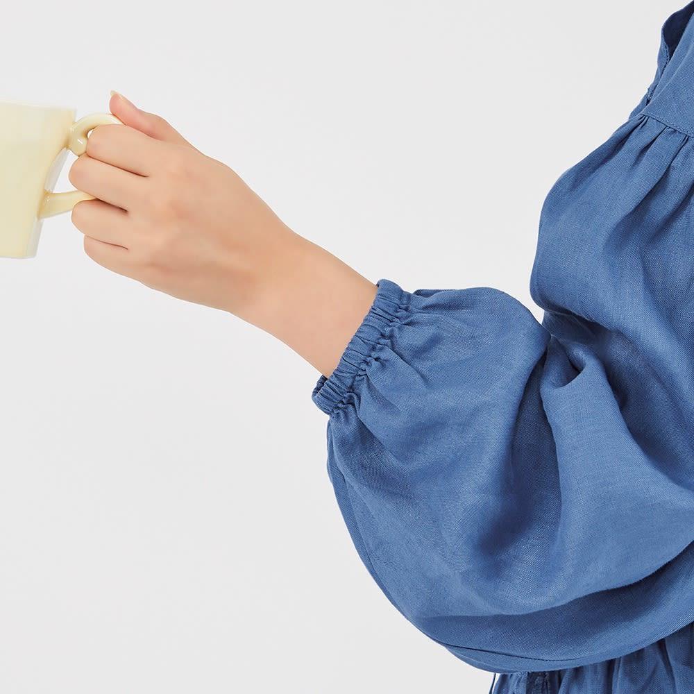 【TOUCH & FEEL (R) MATA 】 タッチ&フィール マータ リネン100% 3WAY割烹着リラックスローブ ふっくらした袖口はゴム入り。腕まくりしやすいことはもちろん、シルエットの可愛さにもひと役。