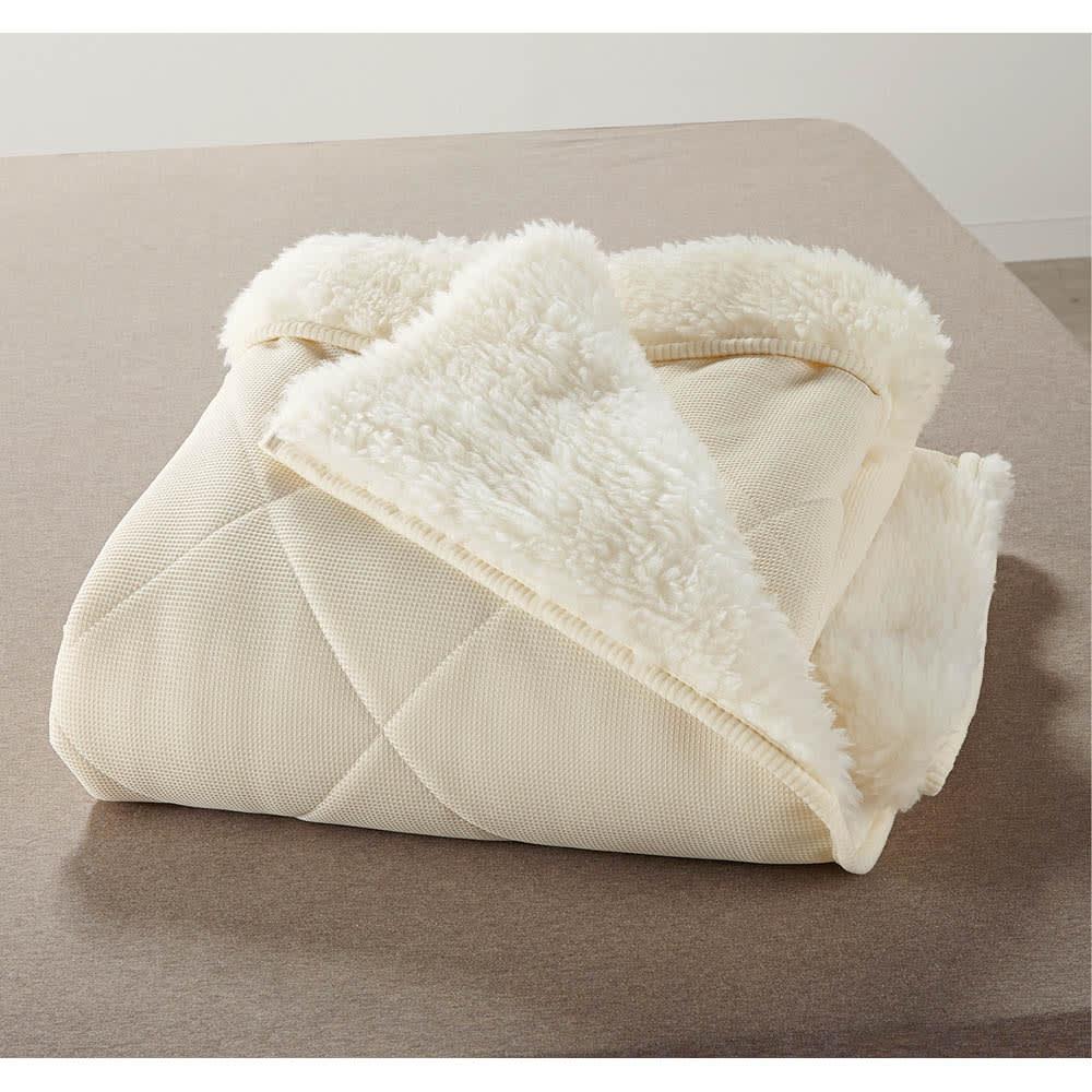 癒しの羊毛【メリノン】 ふかふか毛布シリーズ お得な掛け敷きセット 掛け毛布には、アパレルにも使われるチクチクしにくい良質なメリノウールを使用。衿折り返しで顔回りもふわふわ。