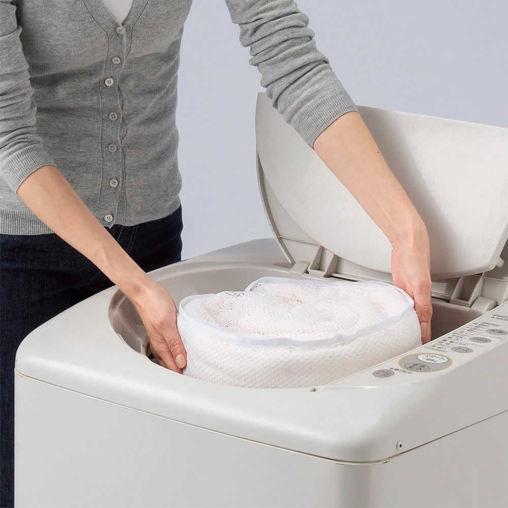 癒しの羊毛【メリノン】 ふかふか毛布シリーズ お得な掛け敷きセット 「メリノン」が気持ちいい理由 汚れに強く、さらに自宅で洗えて衛生的。 ウールは汚れに強いのも特長のひとつ。もし汚れても洗濯機で洗えるのでお手入れもラク。(ドラム式洗濯機は不可となります)