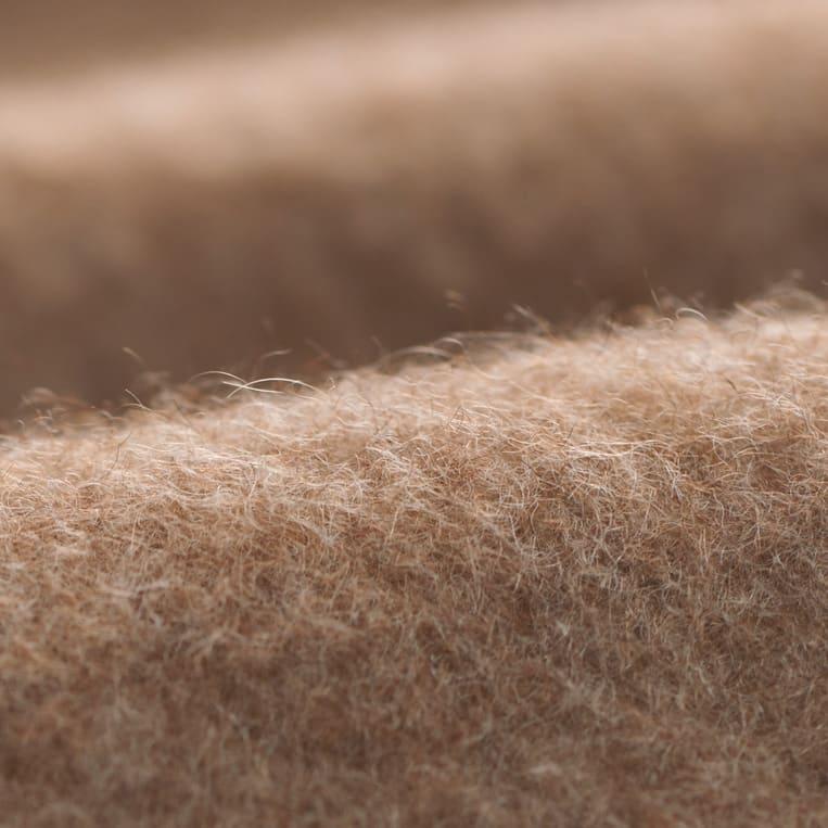 洗える無染色カシミヤ毛布(毛羽部)  ホワイトカシミヤ使用お得な掛け敷きセット ふわりと軽くて暖か寒暖の差が激しい山岳地帯に住むカシミヤの毛は保温性が高く、掛け心地も軽やかです。