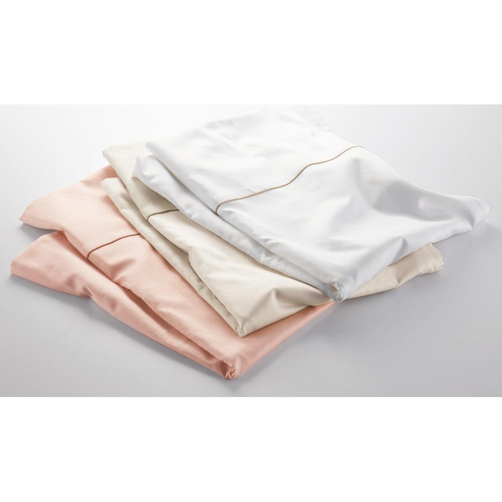 羽毛布団の軽さとふくらみを引き立てる やわらか超長綿の掛けカバー 上から(ア)ホワイト(イ)ベージュ (ウ)ピンク