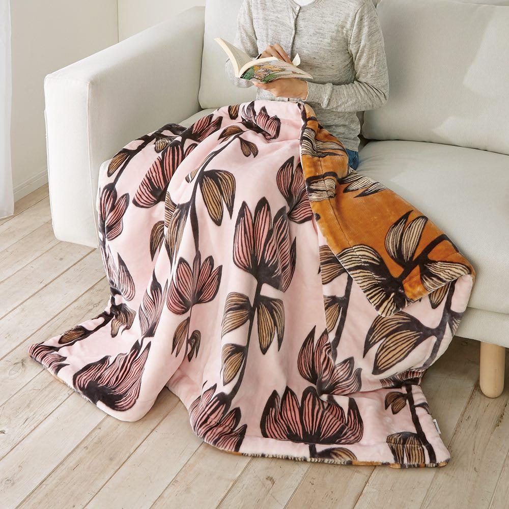 フィンレイソン アルマ リバーシブル毛布 (イ)ピンク ひざ掛けやお昼寝に重宝するハーフケットはリビングのアクセントにも◎。