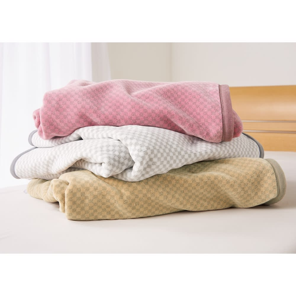 ロマンス岩盤浴シリーズ ニューマイヤー毛布 シングル 大人の女性にふさわしい、落ち着いたニュアンスカラー。 上から(ウ)ピンク(オ)グレー(エ)ベージュ