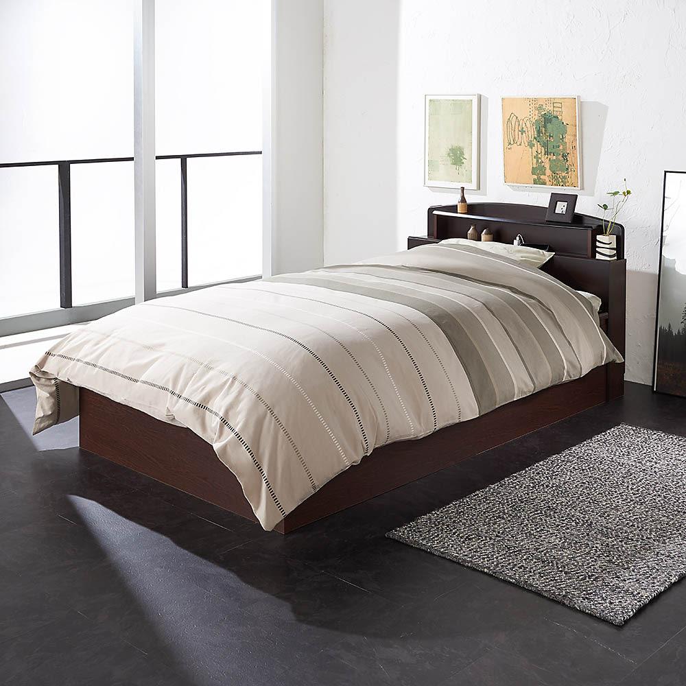 跳ね上げ式深型収納畳ベッド 棚ヘッド付き(高さ84cm) (使用イメージ)※写真はセミダブルです。