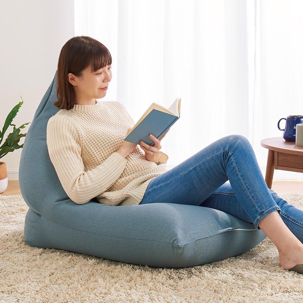 座椅子みたいなビーズクッション (ア)ゼニスブルー・Lサイズ 中材を動かして好みの形に調節できます。Lサイズは座面広めのゆったり寛ぎサイズ。