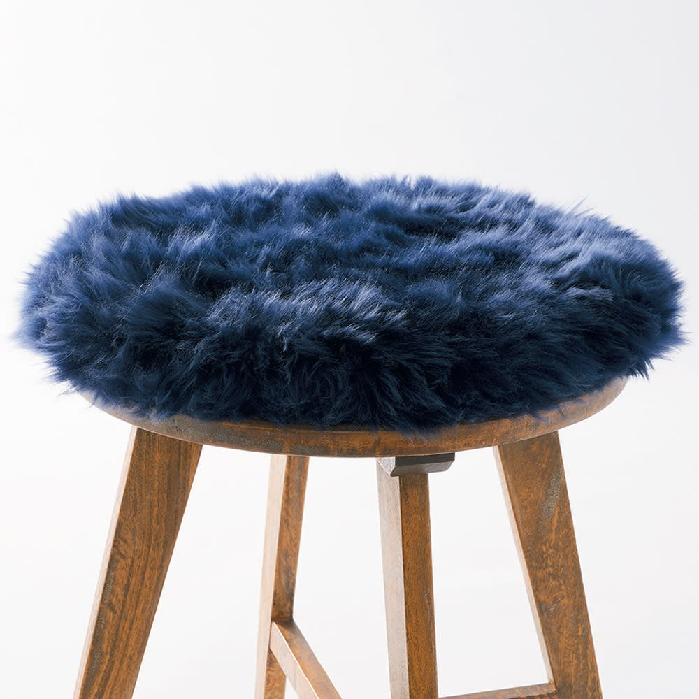 ムートン長毛シートクッション円型 ウレタン入りでクッション性UP! 中材にウレタンが入っているので、クッション性が高く、椅子の座面に敷いたり、床に直に置いても使えます。