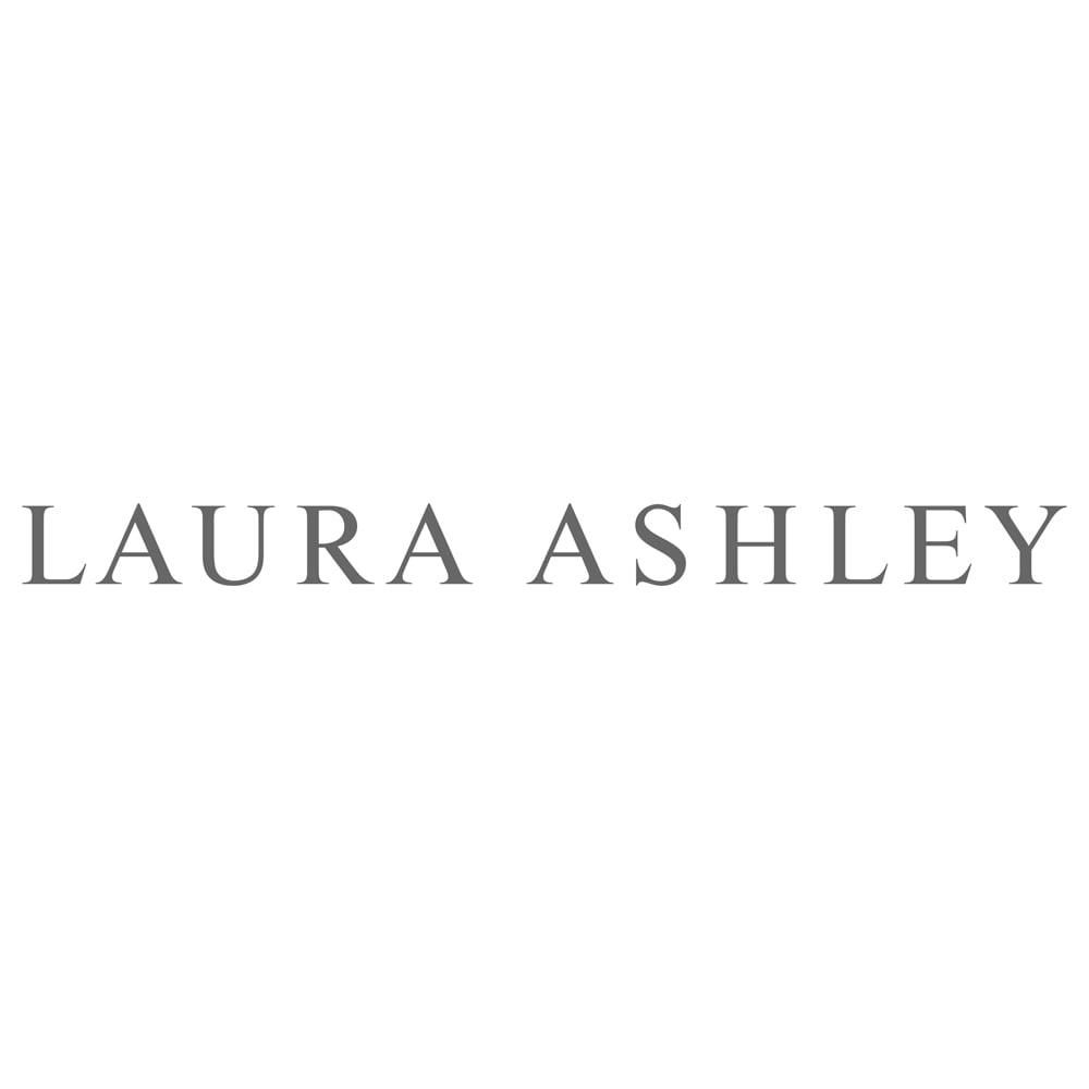 ローラ アシュレイ トイレタリー〈ポーシャ〉 ペーパーホルダーカバー・タオルセット 1953年にロンドンで誕生した英国ブランド。オリジナルテキスタイルを中心に、活動的な現代女性のライフスタイルに合わせた様々なデザインのアイテムを展開しています。