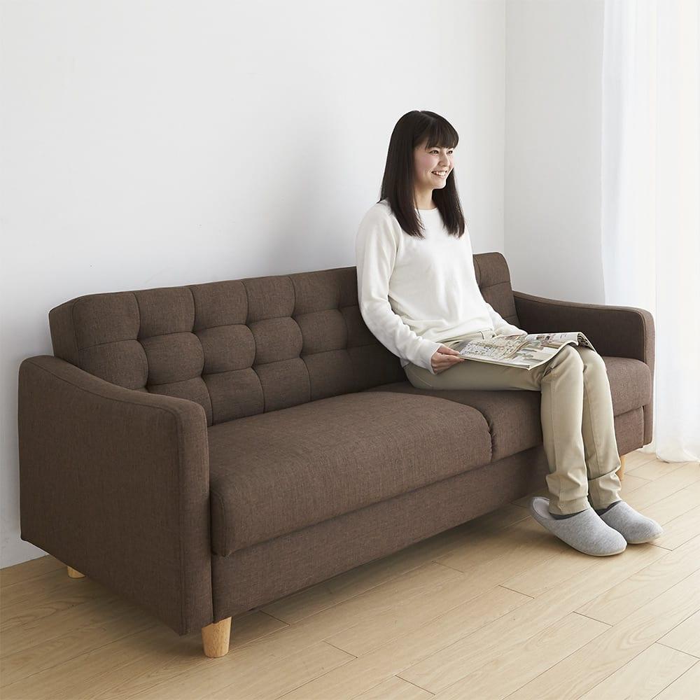 デザインにこだわったソファベッド 幅176cm奥行70cm 普段はゆったり座れるソファ(モデル身長160cm)