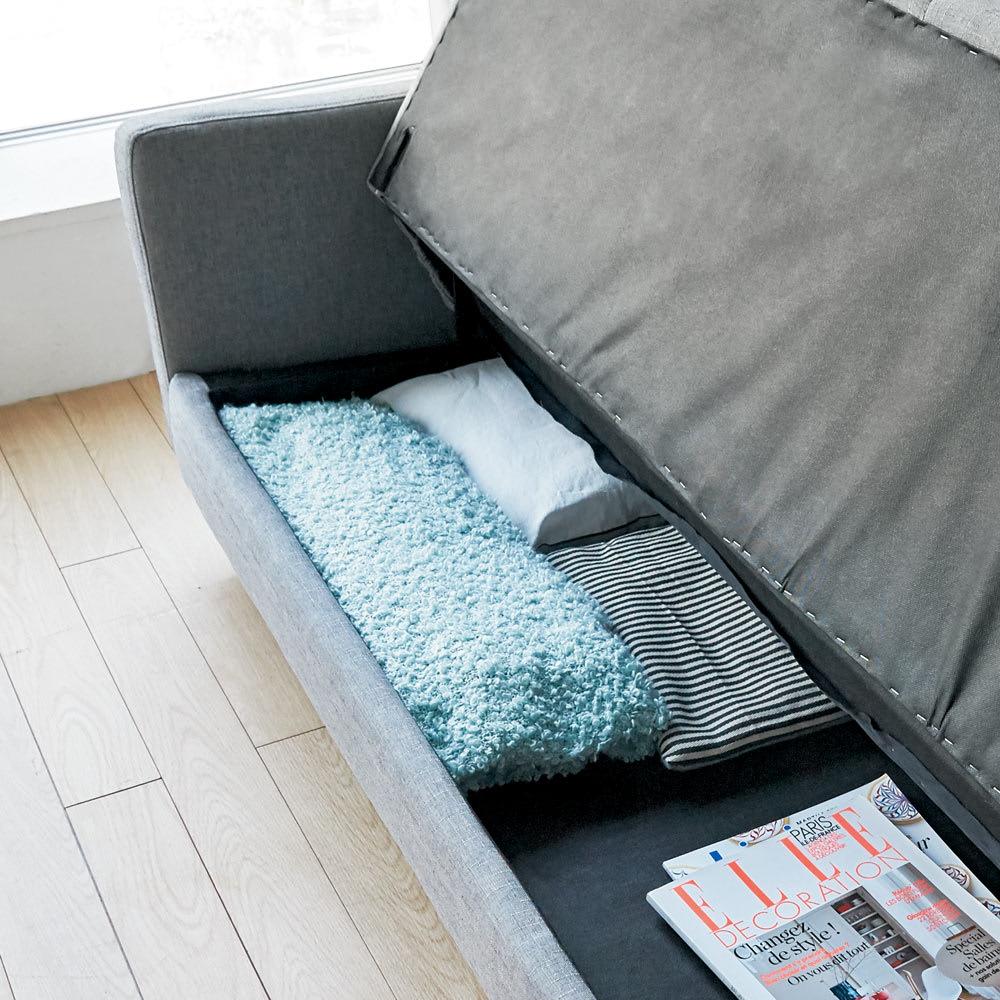 デザインにこだわったソファベッド 幅176cm奥行70cm 座面下のスペースには、カバー類や衣類などが収納できます。